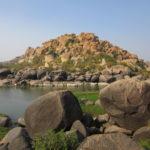 無料エリア満喫!岩の上に建物という発想に驚愕:ハンピ