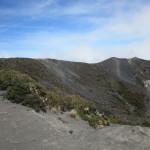 クレーターの底から地球の力を感じた:イラス火山